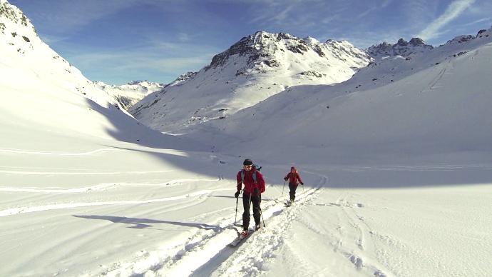 bb220380d8 Za vločkami sněhu na tuleních pásech